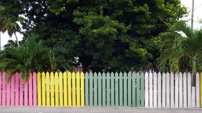 Cayman, coloured fence